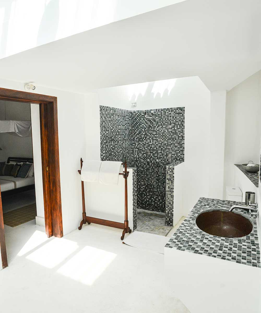 En-suite Luxury Bathrooms Facilities at 32 Middle Street Galle